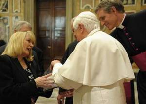 gail-presents-to-pope-1